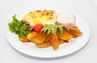 Joyces Irish Pub   Grillezett csirkemell steak fűszeres juhtúróval és sajtokkal pirítva   Menu24.hu